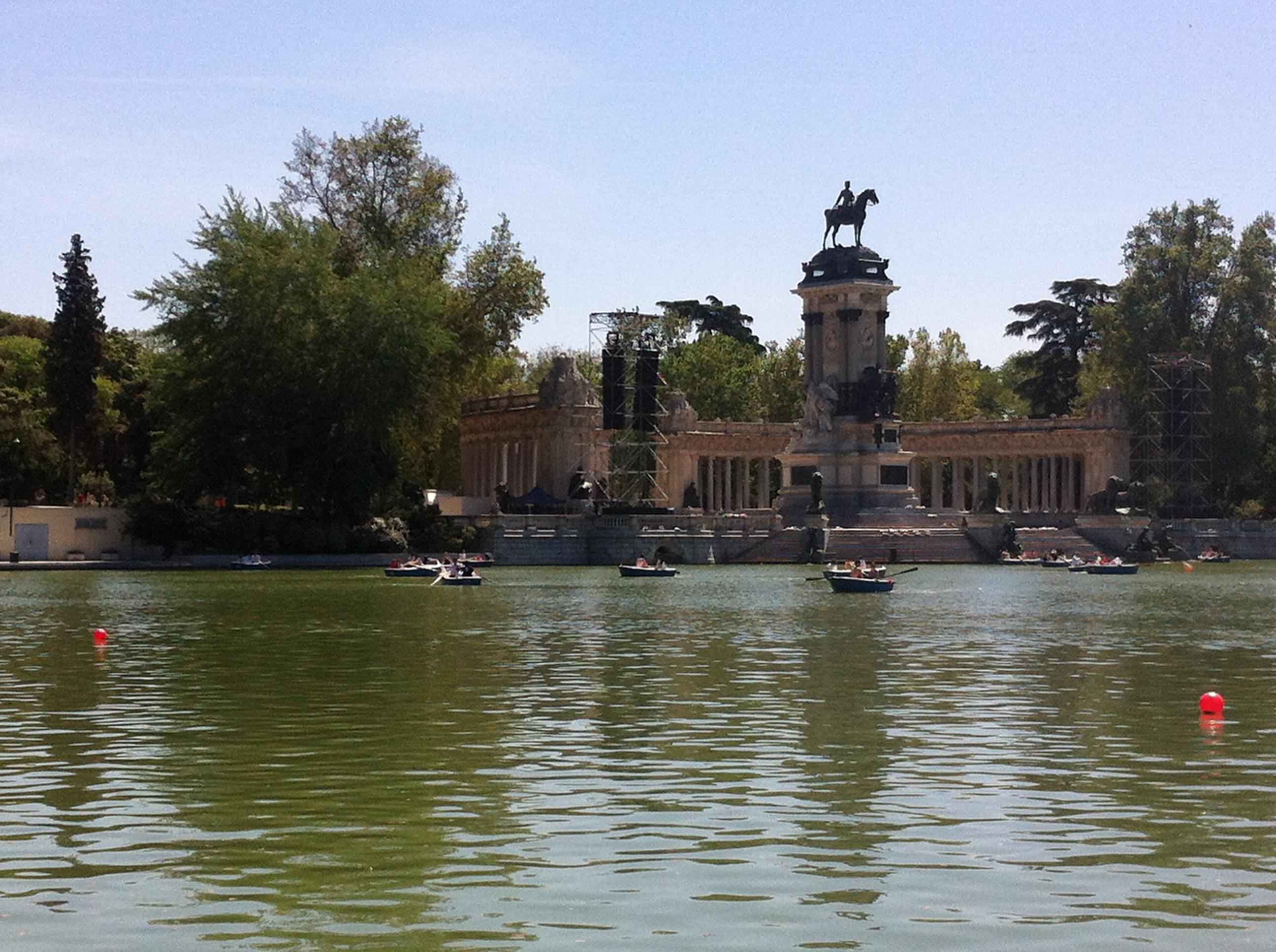 Parque del retiro universomadrid for Parque del retiro barcas