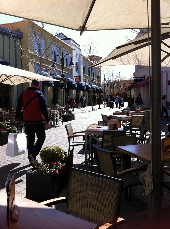 Las rozas village chic outlet shopping madrid for Outlet muebles las rozas